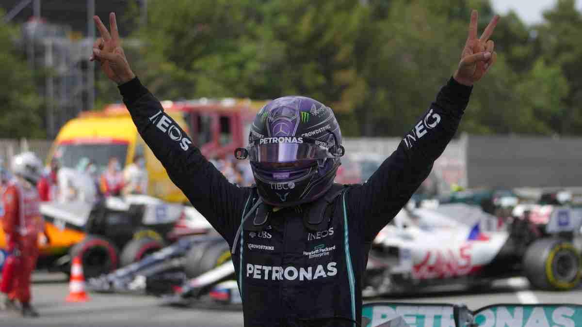 Lewis Hamilton tras su victoria en el Gran Premio de España. (AFP)