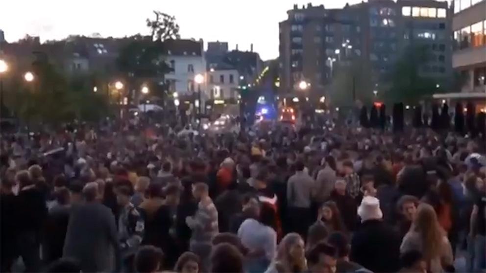Miles de personas festejan el fin del toque de queda en Bruselas
