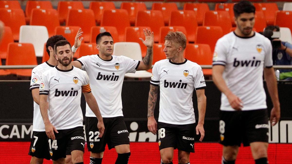 Maxi Gómez celebra uno de sus goles ante el Valladolid. (EFE)