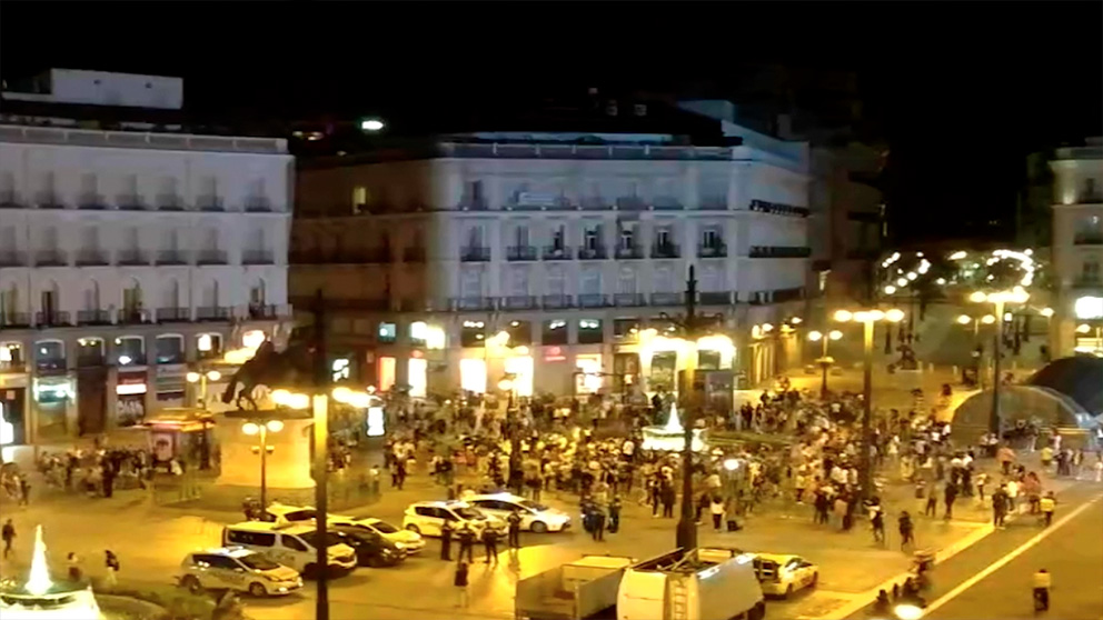 Imagen de la Puerta del Sol de Madrid al finalizar el estado de alarma.