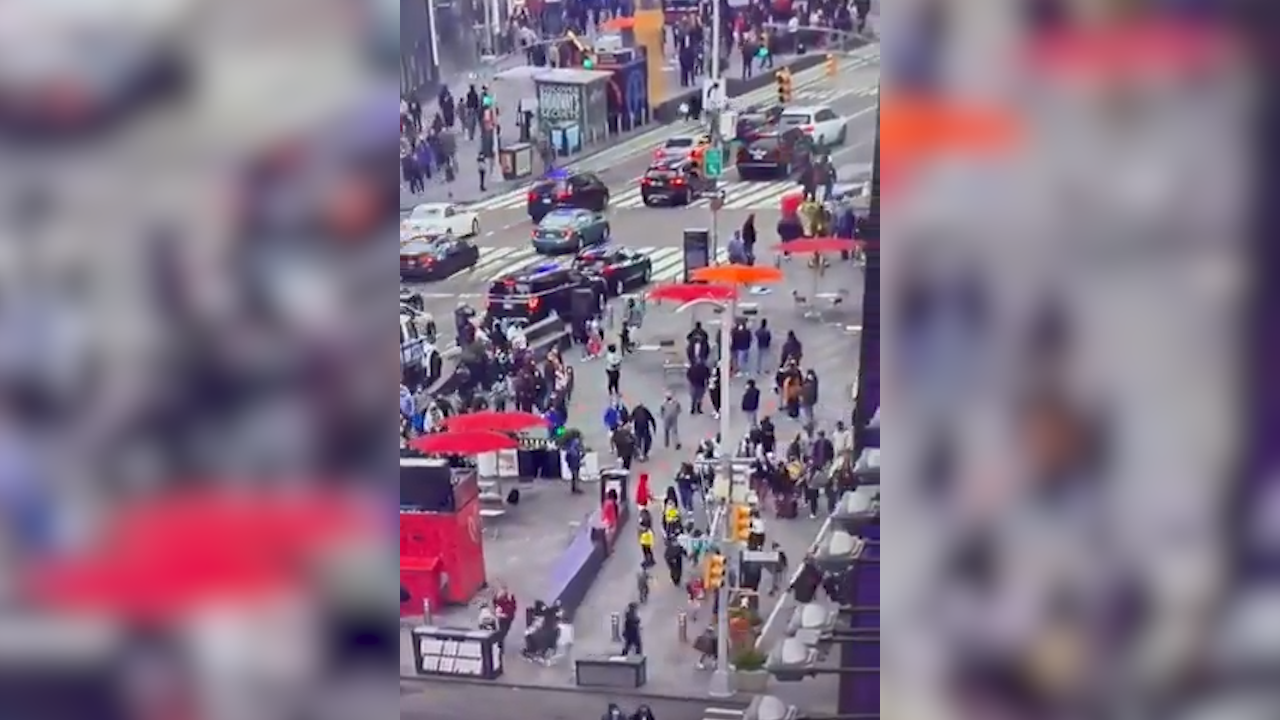 La gente corre tras escucharse tres disparos en Times Square