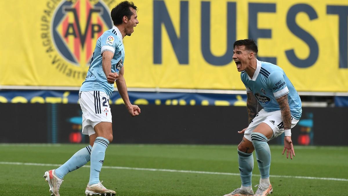 Solari y Santi Mina celebran el gol del primero ante el Villarreal. (Getty)