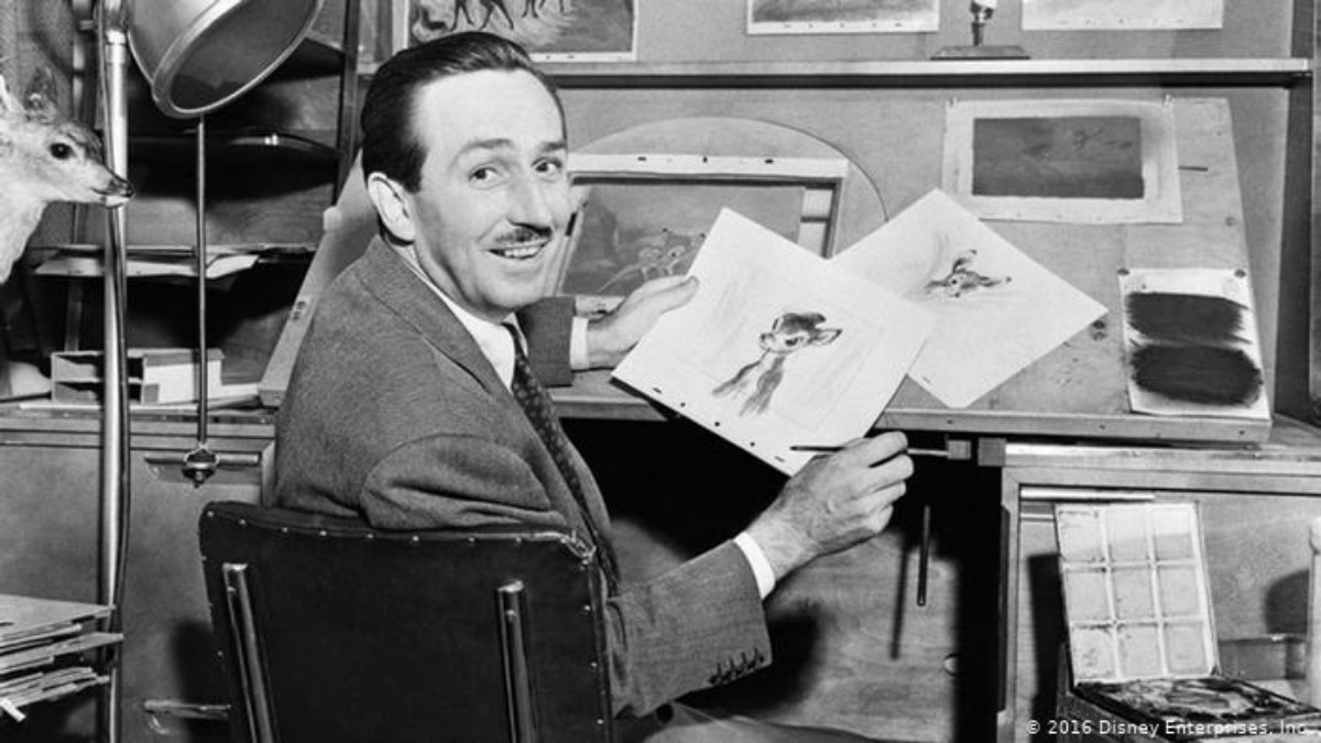 Walt Disney con sus dibujos. (Foto: Disney Enterprises)