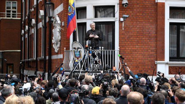 Julian Assange durante su estancia en la Embajada de Ecuador en Londres.