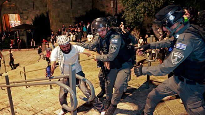 Más de 300 heridos en los disturbios entre palestinos y policías israelíes en Jerusalén