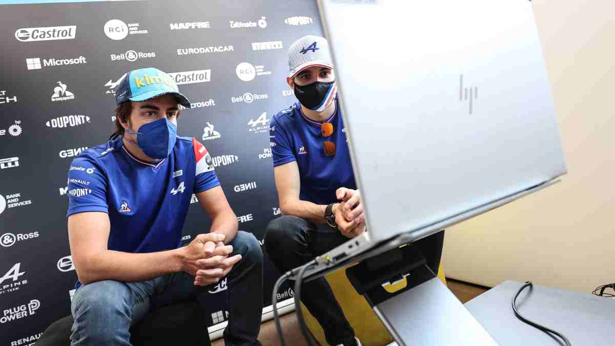Fernando Alonso y Esteban Ocon. (@AlpineF1Team)