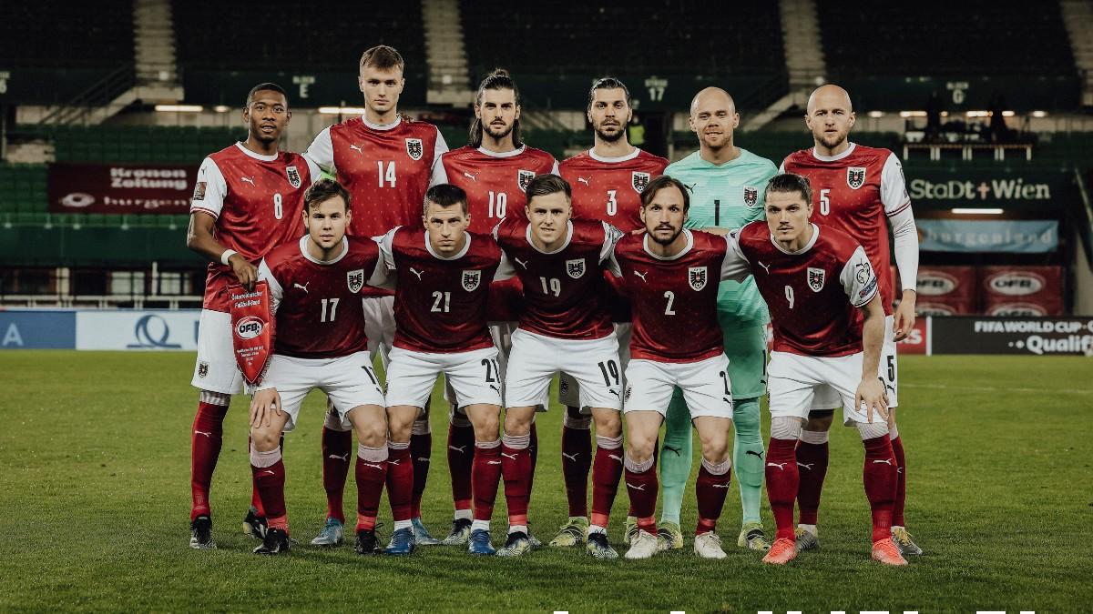 La selección de Austria antes de jugar un partido. (@oefb1904)