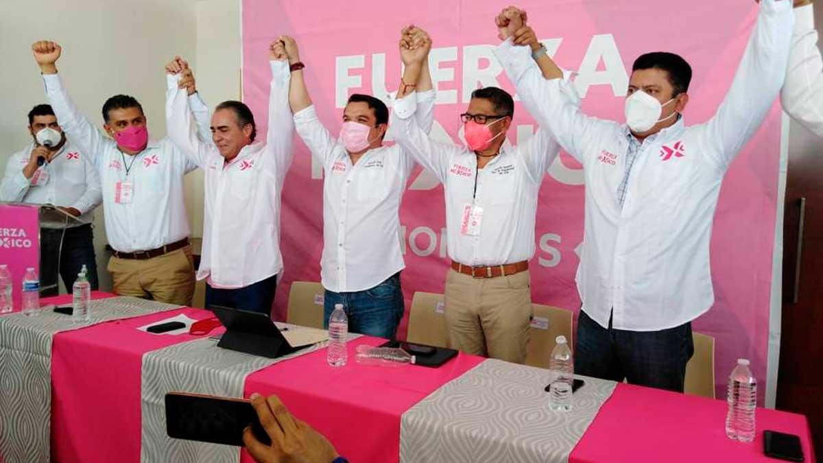Militantes del partido Fuerza Por México, en el que 18 hombres se autodeterminaron mujer para cumplir con la ley de paridad y presentarse a las elecciones.