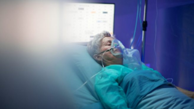 Andalucía suma un fallecido en el fin de semana y los hospitalizados en UCI caen hasta niveles de octubre