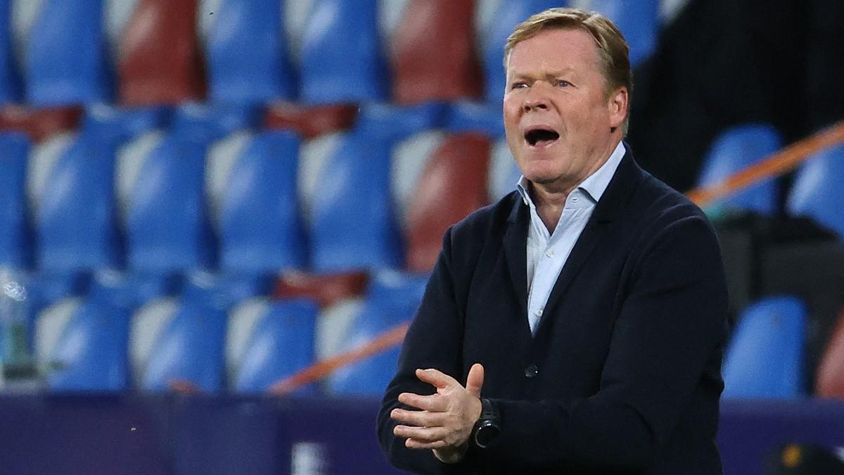 Ronald Koeman, durante un partido. (AFP)