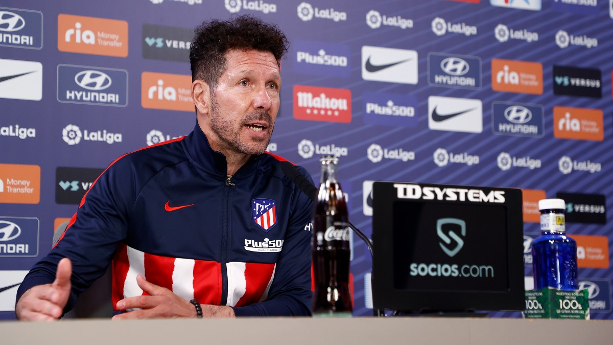 Simeone durante una rueda de prensa con el Atlético. (Foto: atleticodemadrid.com)