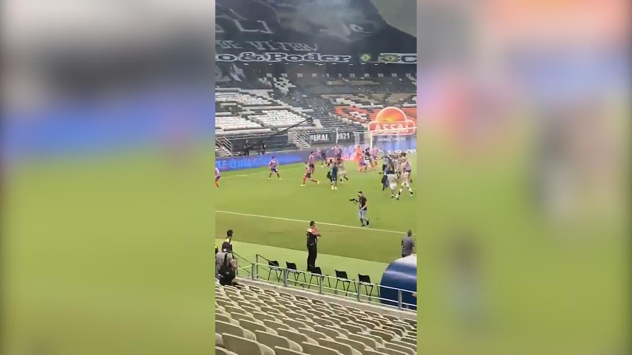 Tremenda batalla campal en Brasil tras una final de Copa (1)