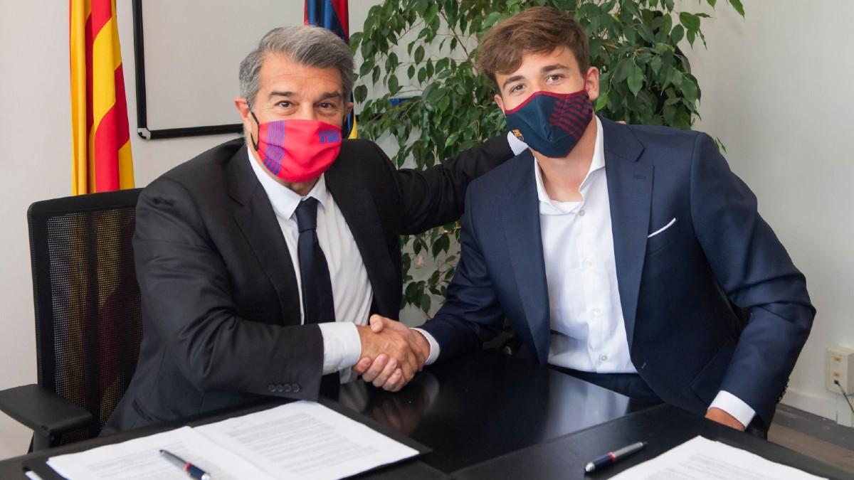 El Barcelona blinda con 500 millones de cláusula a Nico González, el hijo de Fran. (@FCBarcelonaB)