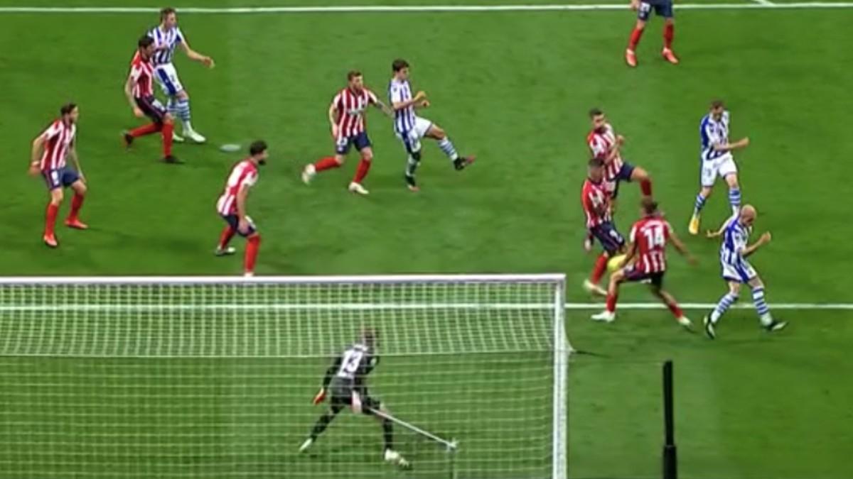penalti-mano-llorente