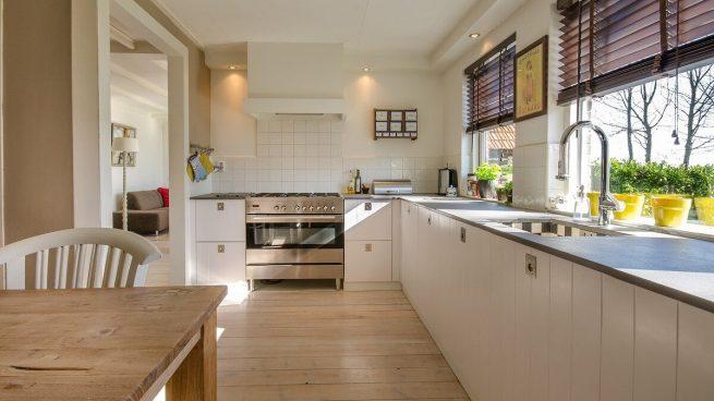 3 trucos sencillos para quitar la grasa de los azulejos de la cocina