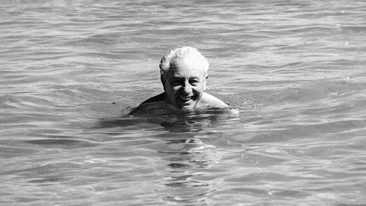 Harold Holt nadando