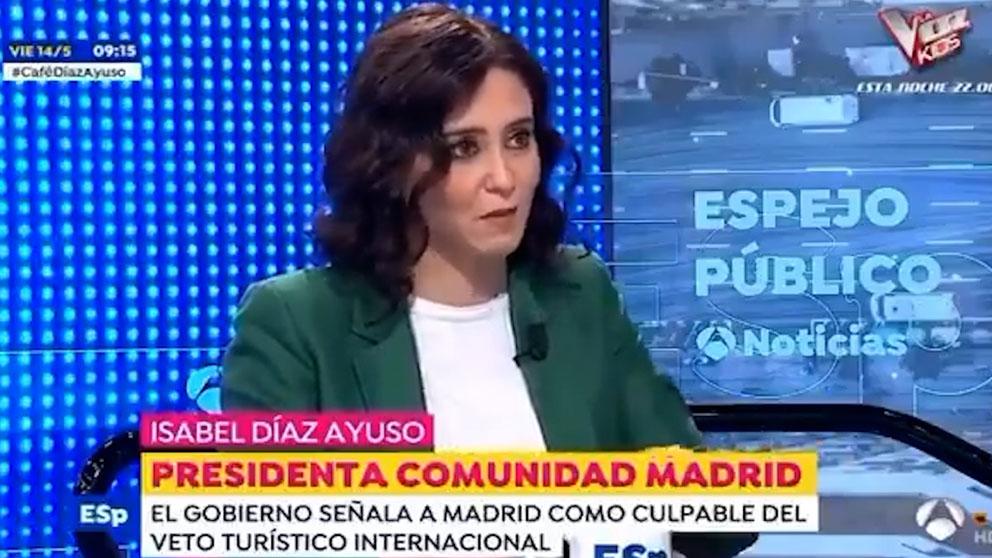 Isabel Díaz Ayuso ridiculiza a Pedro Sánchez: «Si vienen los franceses es culpa mía y si no vienen los británicos, también». (Vídeo: Antena 3)