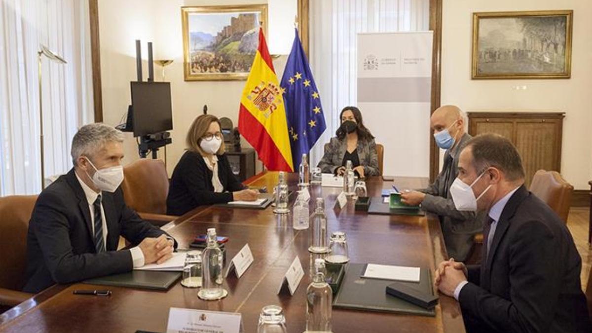 Fernando Grande-Marlaska reunido con algunos altos cargos de su Ministerio.