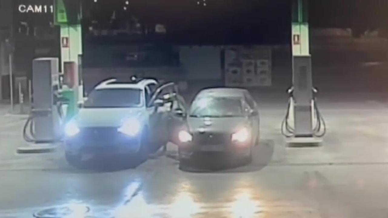 Le roban el coche cuando iba a pagar en la gasolinera