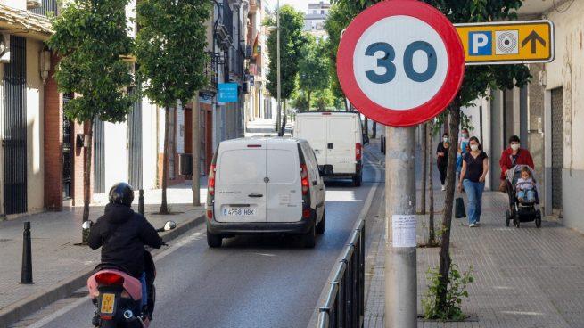 ¿Cómo afectará la nueva limitación de velocidad dentro de las ciudades a mi póliza del coche?