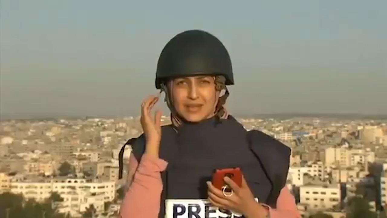 Una periodista de Al Jazeera asiste en directo a la explosión de un misil de Israel en la franja de Gaza a escasos metros de ella.