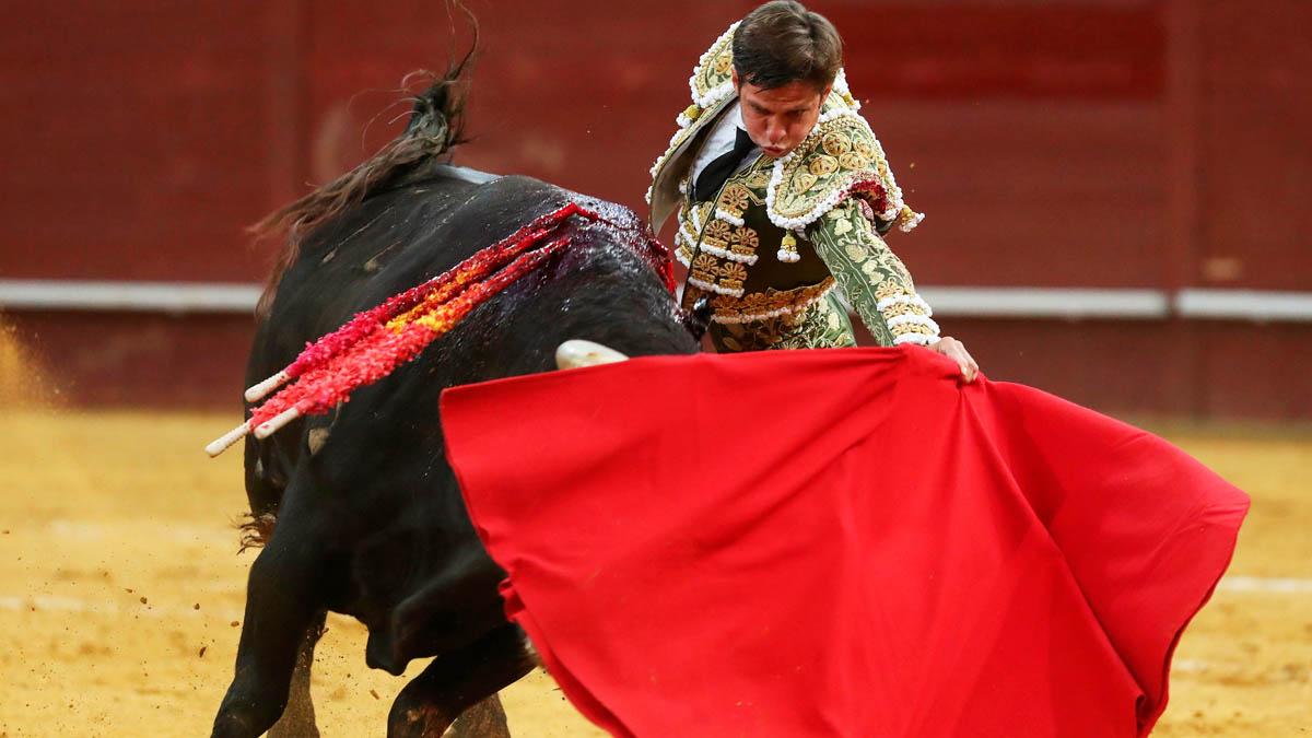 El Juli en una de sus faenas, este sábado en Madrid (Foto: EFE).