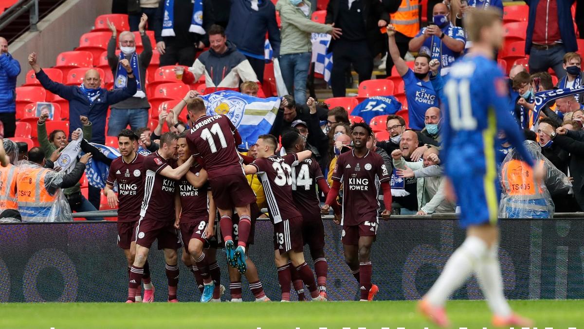 Los jugadores del Leicester celebran el gol ante el Chelsea en la final de la FA Cup. (Getty)