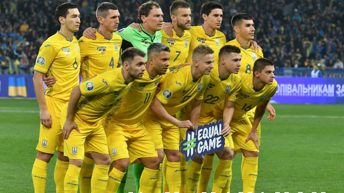 La selección de Ucrania antes de jugar un partido. (AFP)