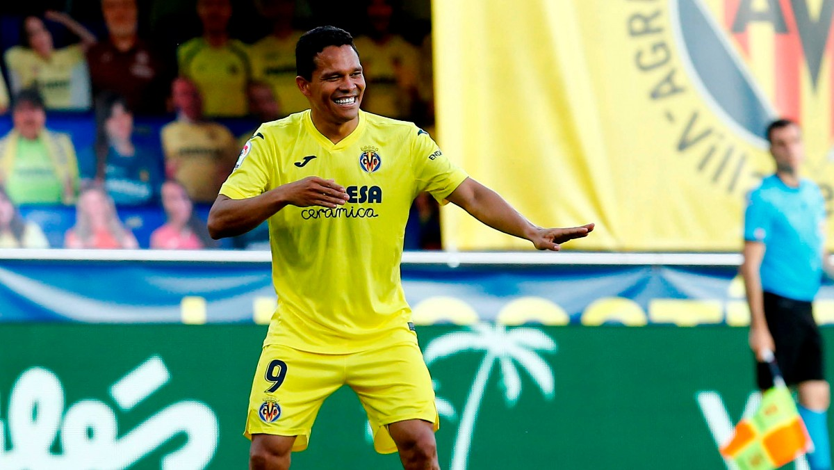 Bacca celebra uno de sus goles al Sevilla. (EFE)