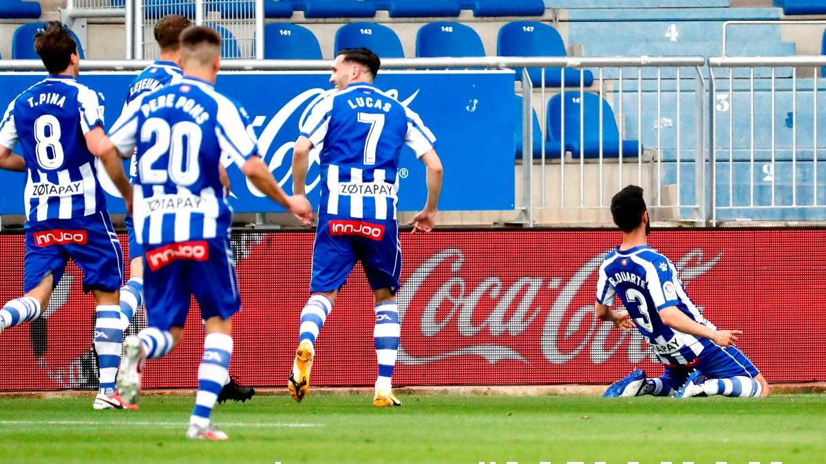 Los jugadores del Alavés celebran la victoria. (EFE)