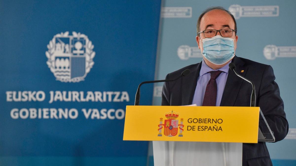 El ministro Miquel Iceta en la rueda de prensa de la transferencia de Prisiones al País Vasco. (Foto: EFE)