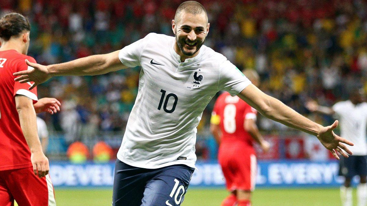 Benzema celebra un gol con Francia en el Mundial de Brasil. (Getty)