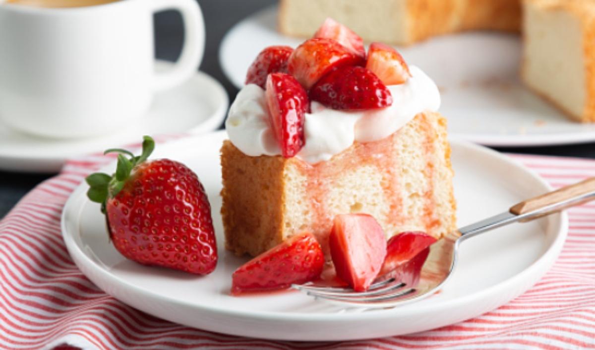 5 recetas de bizcocho con fresas fáciles de preparar y deliciosas