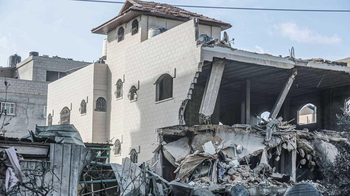 Un edificio residencial destruido por los bombardeos israelíes sobre Gaza. Foto: EP