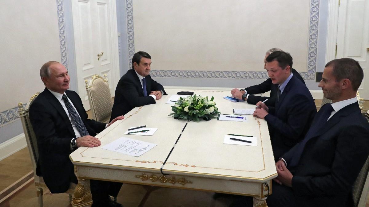 Ceferin y Putin durante una reunión. (AFP)
