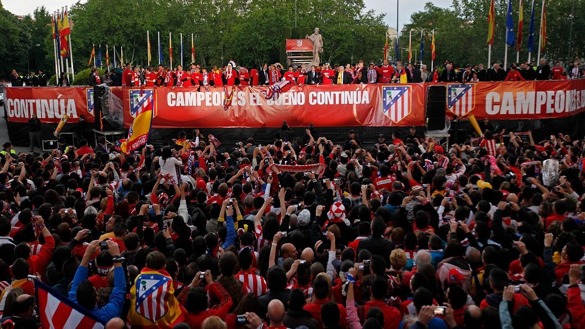 La afición del Atlético celebra el título de Europa League en Neptuno. (Getty)
