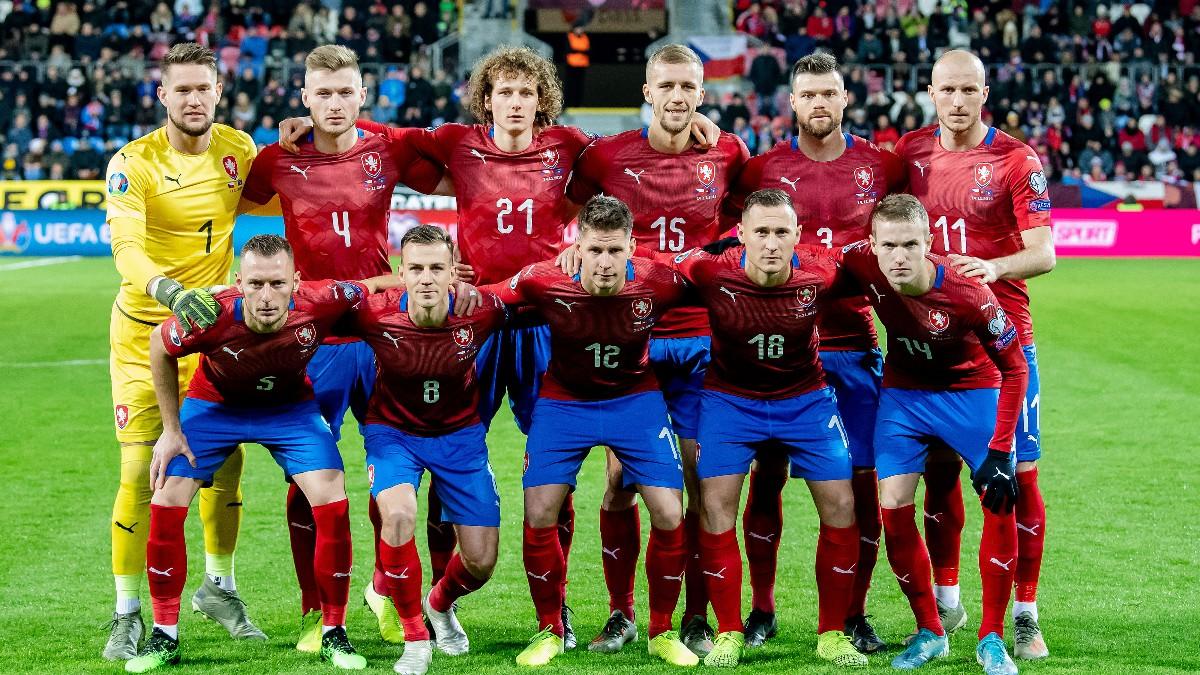 Los jugadores de la República Checa posan antes de un partido contra Kosovo. (Getty)