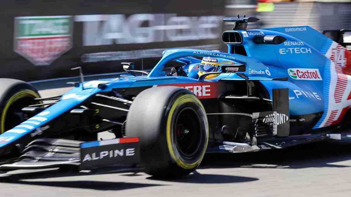 Fernando Alonso con Alpine en Mónaco. (AFP)