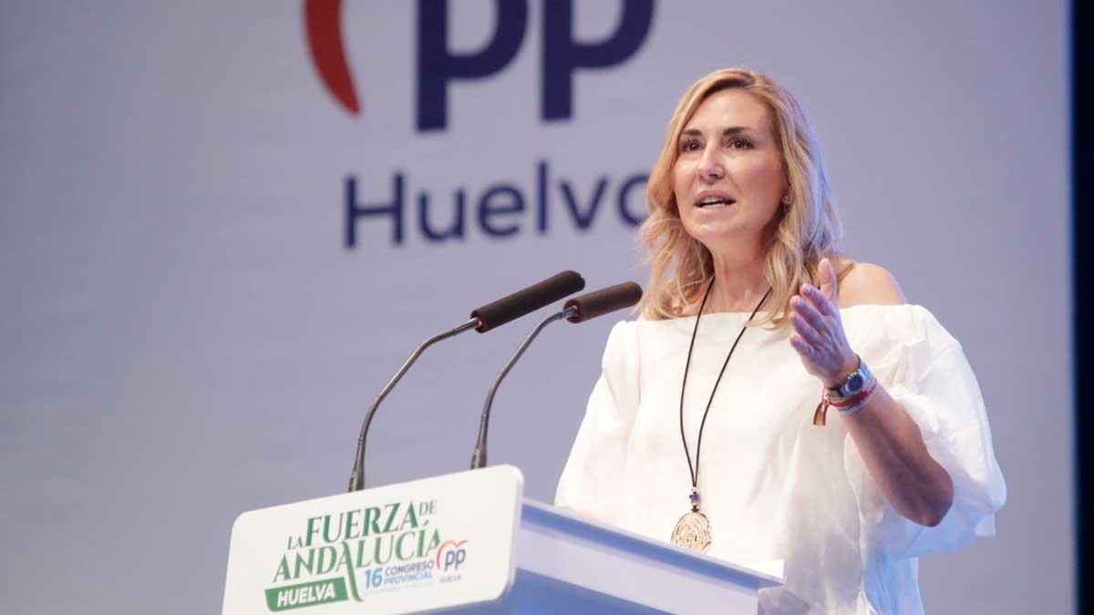La vicesecretaria de Organización del PP, Ana Beltrán, en su intervención en el congreso del PP de Huelva, celebrado en Lepe. Foto: EP