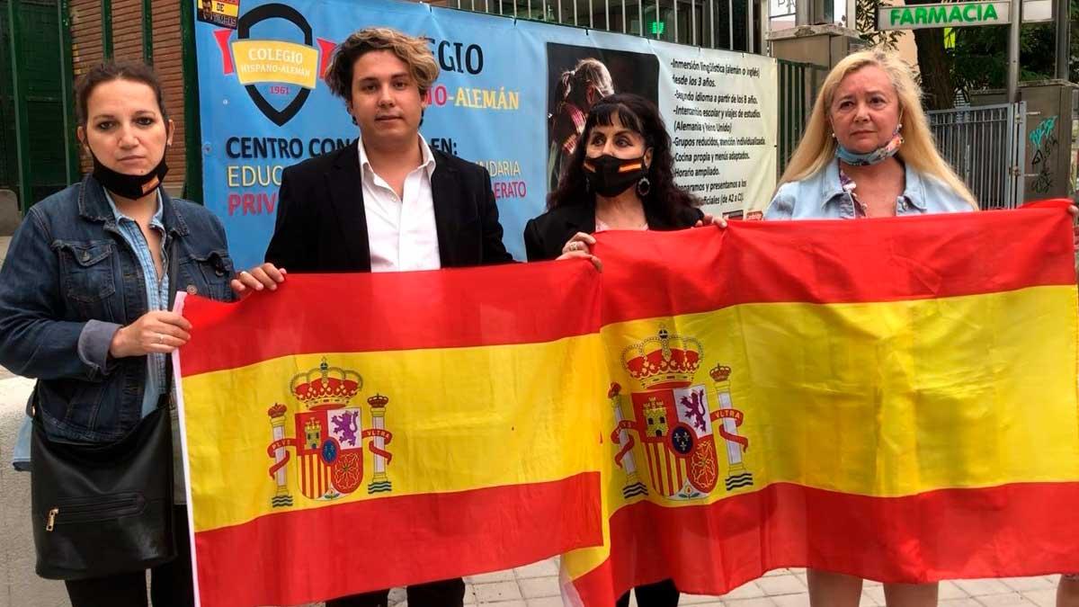 Miembros del Instituto de Política Social frente a la embajada de Marruecos. Foto: EP