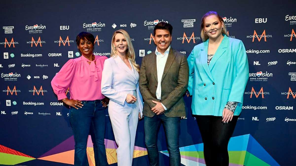 Los presentadores de Eurovisión 2021: Edsilia Rombley, Chantal Janzen, Jan Smit y Nikkie de Jager. Foto: AFP