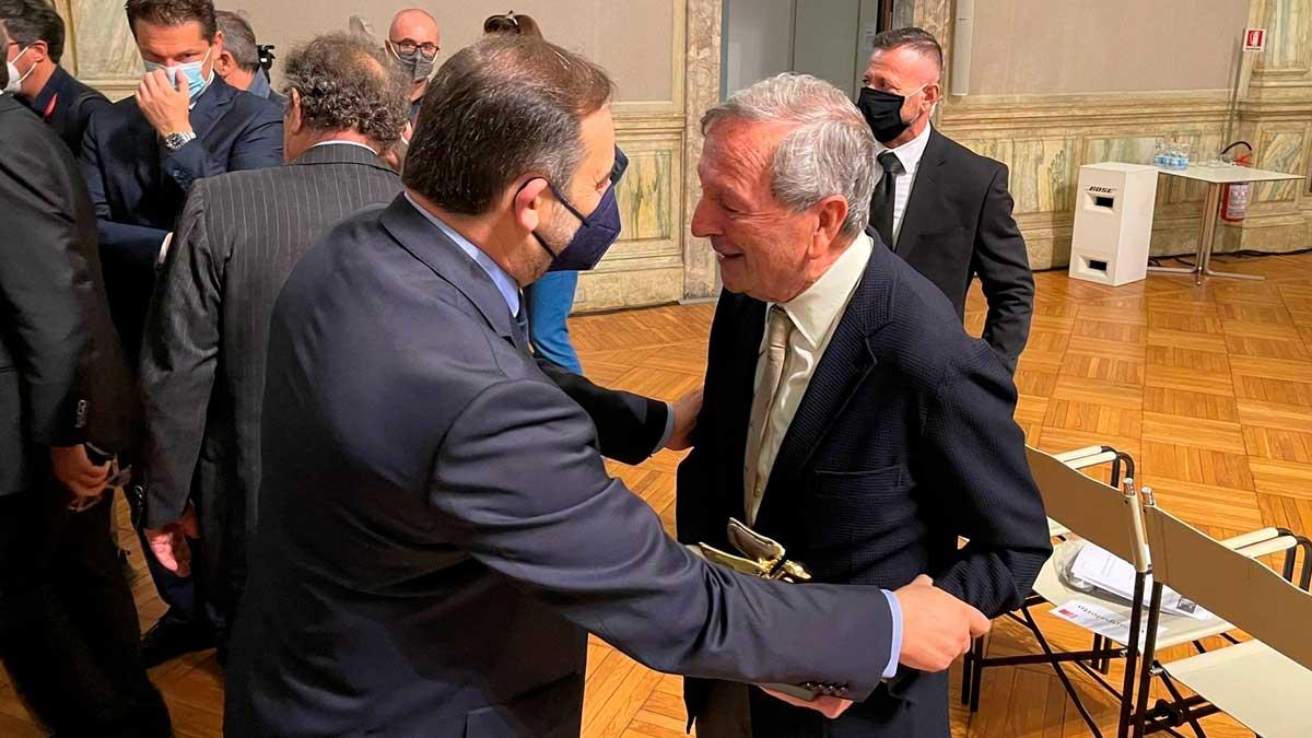 El ministro de Transportes, Movilidad y Agenda Urbana, José Luis Ábalos, y el arquitecto español Rafael Moneo. Foto: EP