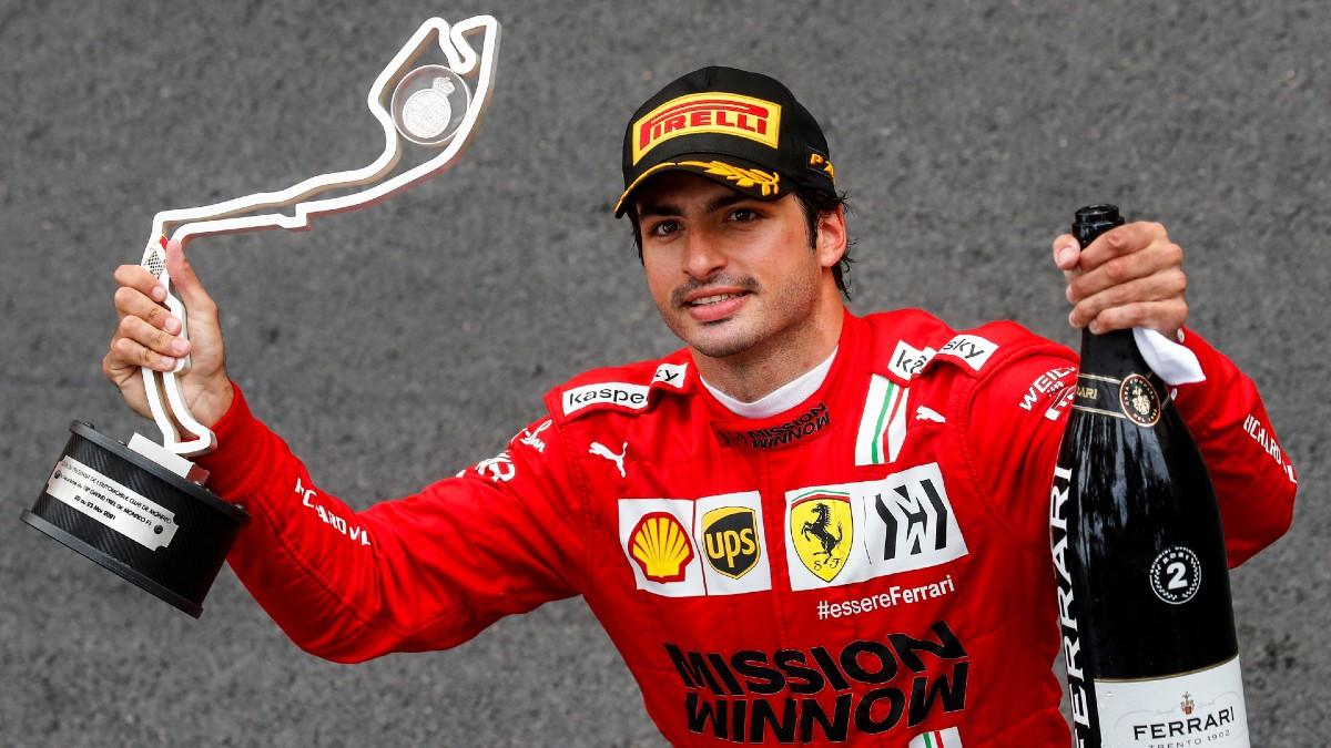 Carlos Sainz, en el podio del Gran Premio de Mónaco. (AFP)