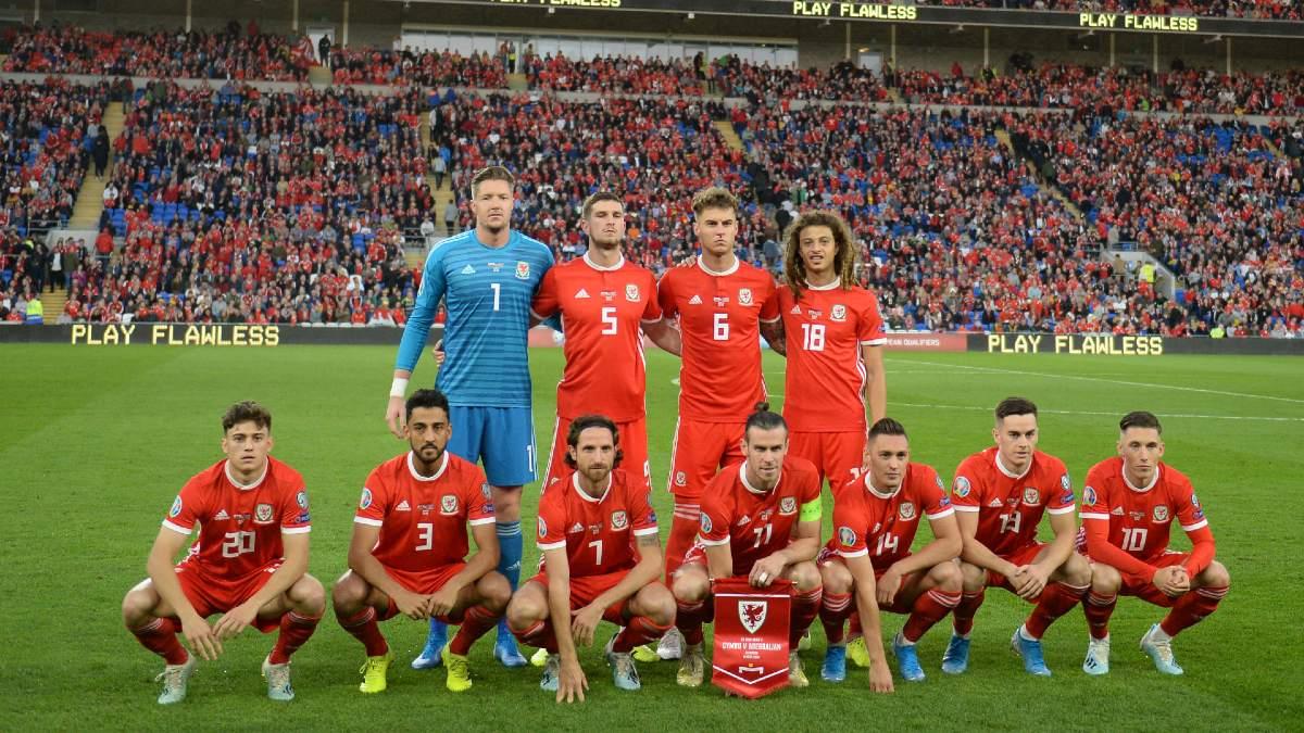 La selección de Gales, antes del comienzo de un encuentro. (Getty)