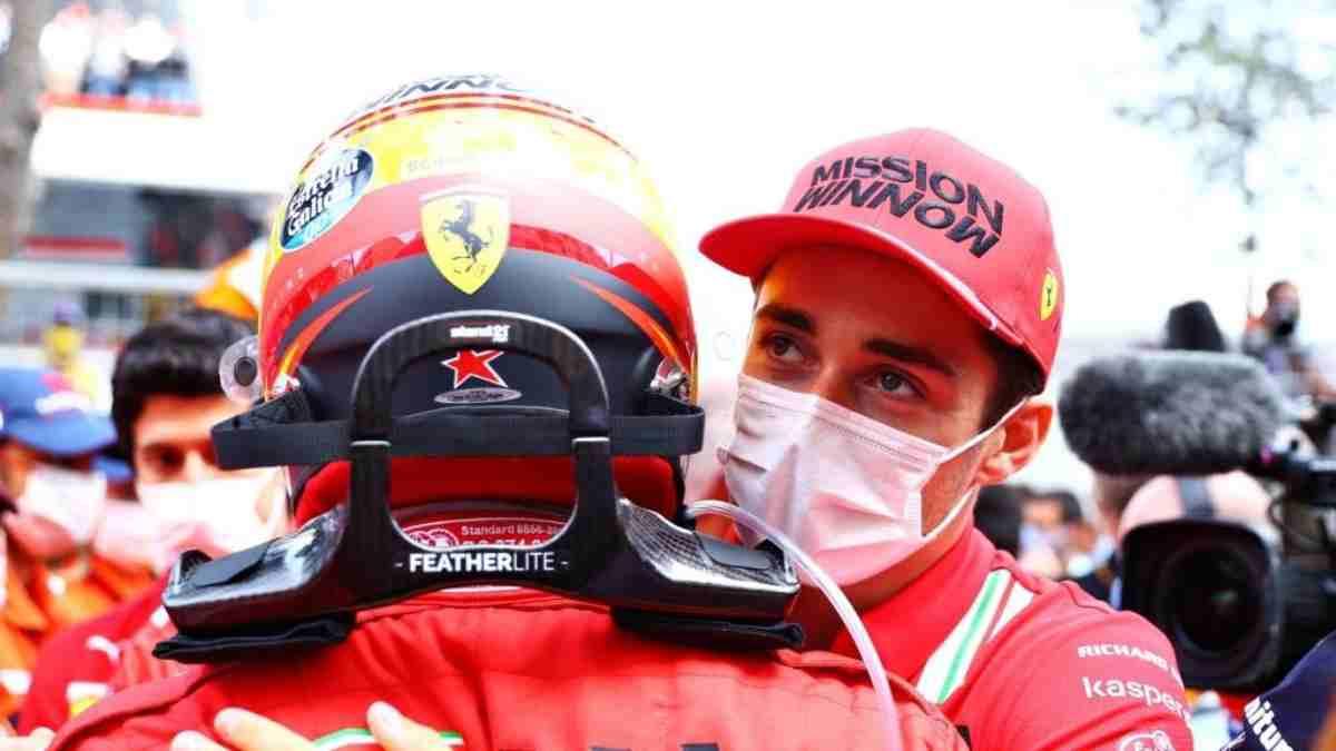 Carlos Sainz y Leclerc se abrazan tras el Gran Premio de Mónaco. (@Charles_Leclerc)