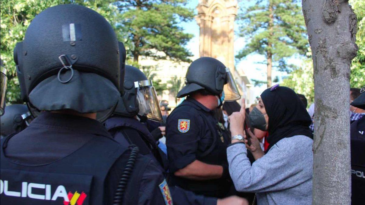 Intervención policial contra disturbios en Ceuta (Europa Press).