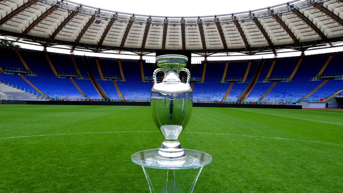 El trofeo de la Eurocopa, en el Olímpico de Roma. (Getty)