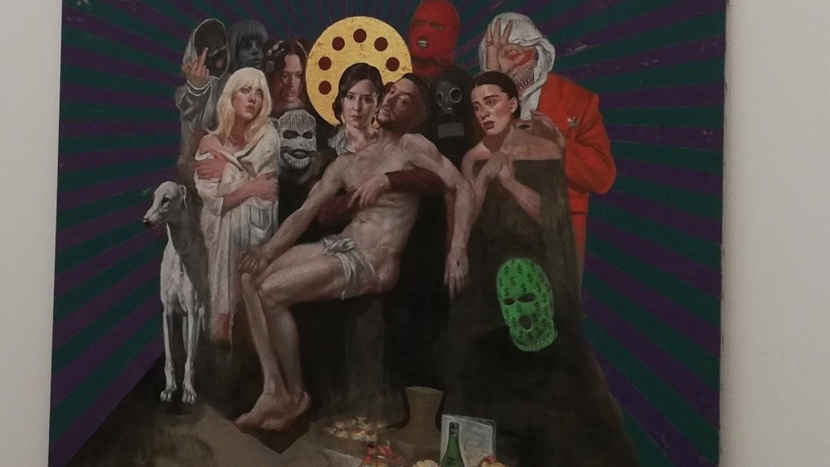 Cuadro de Silvia Flechoso donde están representados Isabel Díaz Ayuso y C. Tangana como 'La Piedad'. (Europa Press).