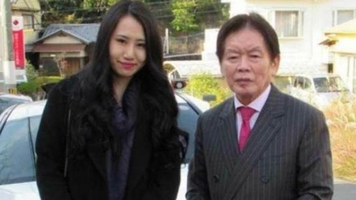 El millonario japonés, Kosuke Nozaki, con su esposa