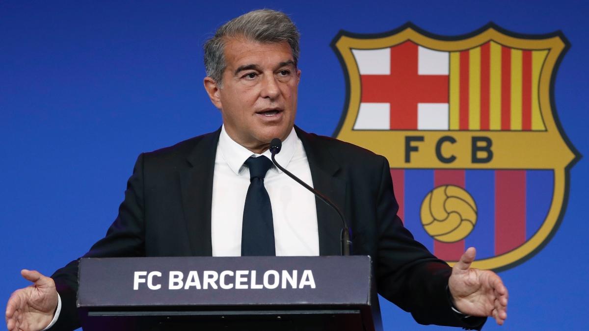 Joan Laporta, durante la rueda de prensa en el Auditori del Camp Nou. (EFE)